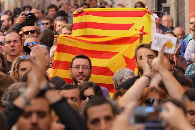 <p>Protestors hold Esteladas (Catalan separatist flags) during a rally in favour of a planned referendum on the independence of Catalonia in Madrid, Spain, Sept. 17, 2017. (Photo:Sergio Perez/Reuters) </p>