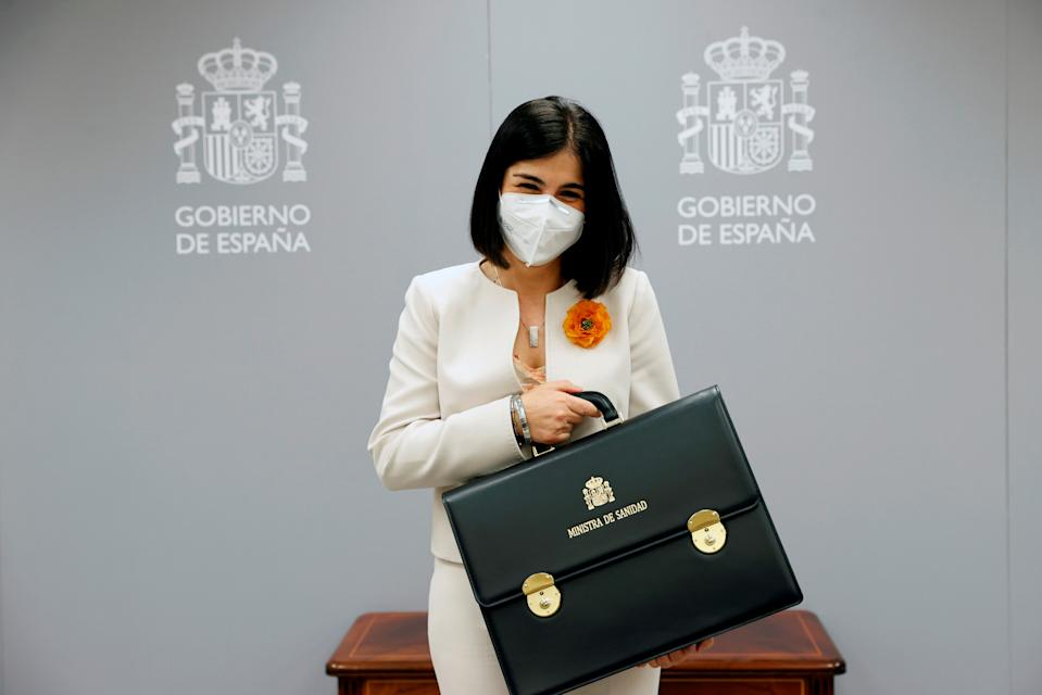 Spain's new Health Minister Carolina Darias holds her ministerial briefcase during the takeover ceremony at the Health Ministry in Madrid, Spain, January 27, 2021. Chema Moya/Pool via REUTERS