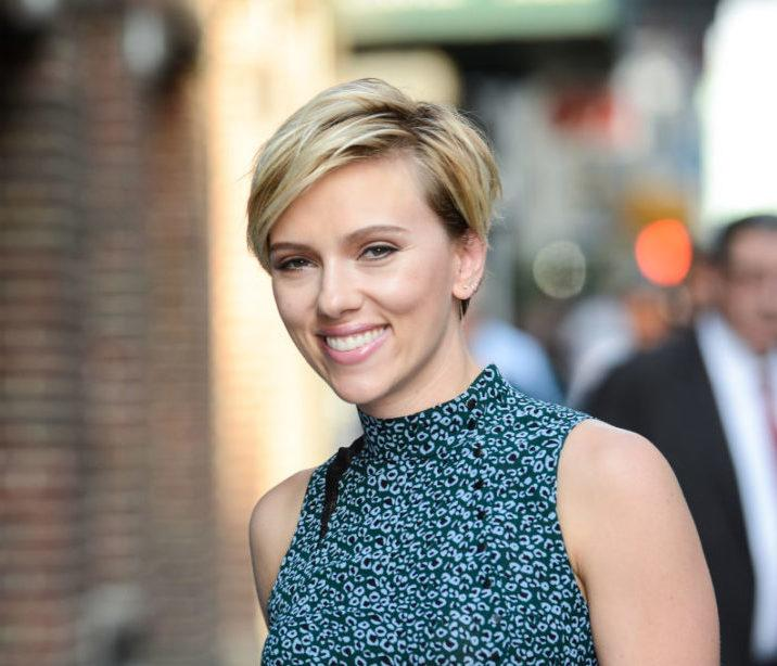 Scarlett Johansson met her doppelgänger, and they had a blast