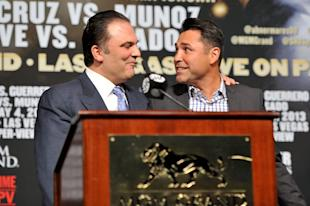 Former Golden Boy Promotions CEO Richard Schaefer, left, and company president Oscar De La Hoya. (Jeff Bottari/Getty Images)