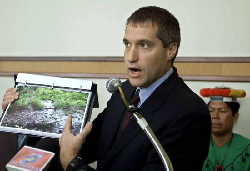 LAWYER STEVEN DONZIGER SHOW PICTURES DURING A PRESS CONFERENCE.