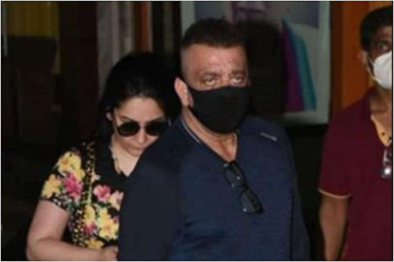 Sanjay Dutt Urges Paparazzi to Wear Mask Amid Covid-19 Spread as He Jets Off to Dubai