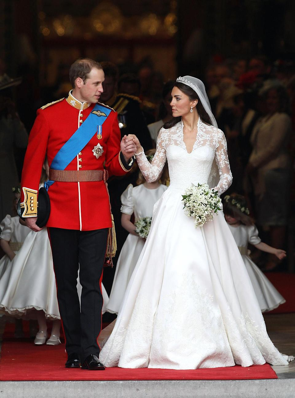<p><b>Thousands of people flocked to London to witness the royal wedding of Prince William, Duke of Cambridge, and Catherine, Duchess of Cambridge. (Photo: Getty Images) </b></p>