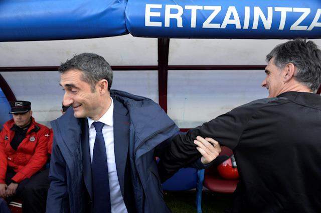 Soccer Football - La Liga Santander - Eibar vs FC Barcelona - Ipurua, Eibar, Spain - February 17, 2018 Barcelona coach Ernesto Valverde with Eibar coach Jose Luis Mendilibar before the match REUTERS/Vincent West