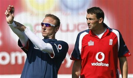 England's new bowling coach Allan Donald (L) speaks to bowler Stephen Harmison during a practice session at Old Trafford in Manchester, northern England in this June 6, 2007 file photo. REUTERS/Nigel Roddis/Files