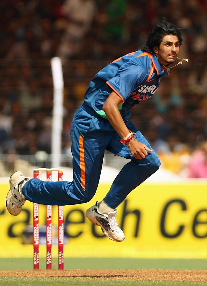 VADODARA, INDIA - OCTOBER 25: Ishant Sharma of India bowls during the first One Day International match between India and Australia at Reliance Stadium on October 25, 2009 in Vadodara, India.  (Photo by Cameron Spencer/Getty Images)