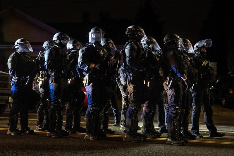 Portland protesters target city's mayor amid rising tensions