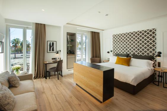 Stylish design in The Serras' spacious junior suite (The Serras)
