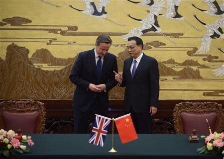 Britain's Prime Minister David Cameron (L) and China's Premier Li Keqiang arrive at a signing ceremony at the Great Hall of the People in Beijing December 2, 2013. REUTERS/Ed Jones/Pool