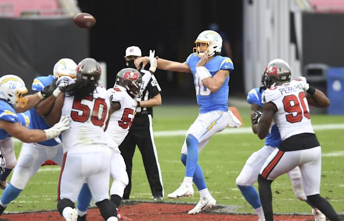 Los Angeles Chargers quarterback Justin Herbert (10) throws a pass against the Tampa Bay Buccaneers.