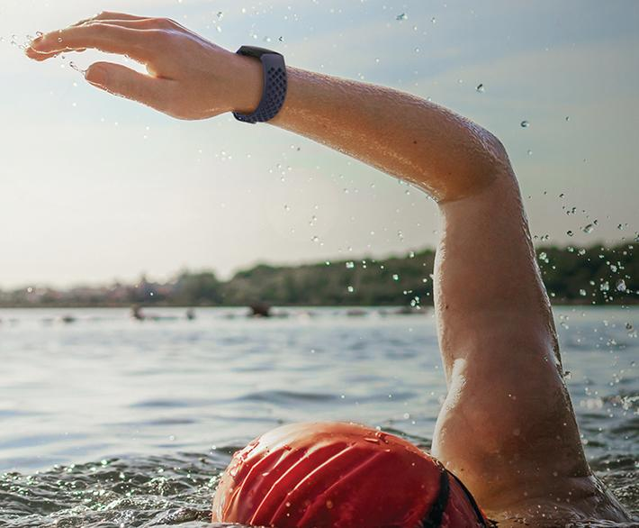 Feel a buzz when you reach your target heart rate—its even water-resistant too! (Photo: Amazon)