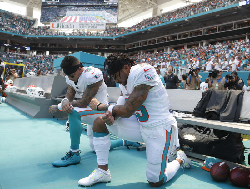 Dolphins players kneel for anthem, Kaepernick tweets to thank them