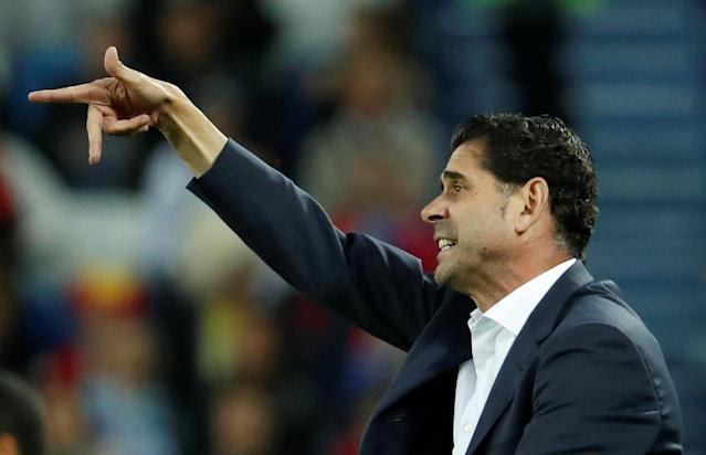 Soccer Football - World Cup - Group B - Spain vs Morocco - Kaliningrad Stadium, Kaliningrad, Russia - June 25, 2018 Spain coach Fernando Hierro gestures REUTERS/Gonzalo Fuentes