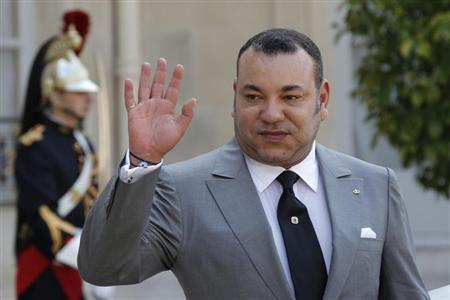 Morocco's King Mohammed VI waves after talks at the Elysee Palace in Paris