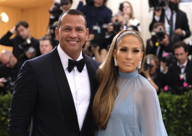 "Jennifer Lopez believes <a class=""link rapid-noclick-resp"" href=""/ncaaf/players/252085/"" data-ylk=""slk:Alex Rodriguez"">Alex Rodriguez</a> should be the Yankees' next manager. (AP Photo)"