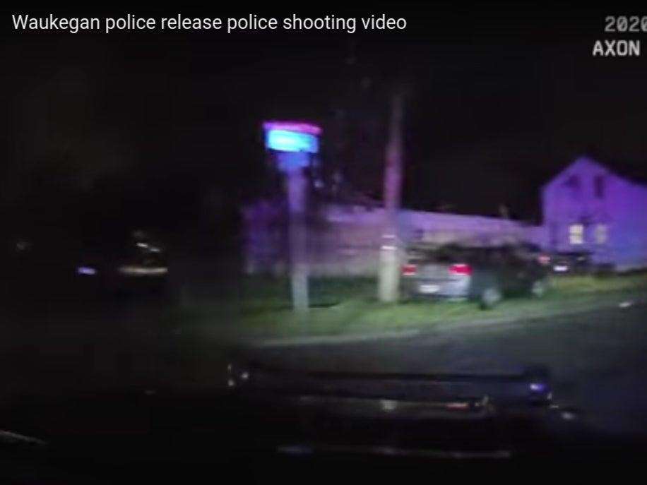 Marcellis Stinnette and Tafara Williams allegedly attempt to flee from police moments before a Waukegan, Illinois police officer steps out of the car and shoots them on 20 Oct.  (Waukegan Police Department)