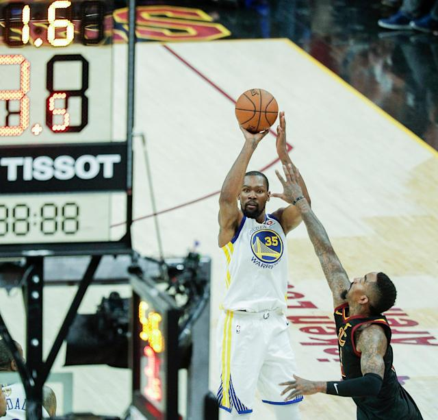 June 6, 2018: Kevin Durant's deja vu 3-pointer helps Warriors top Cavs in Game 3