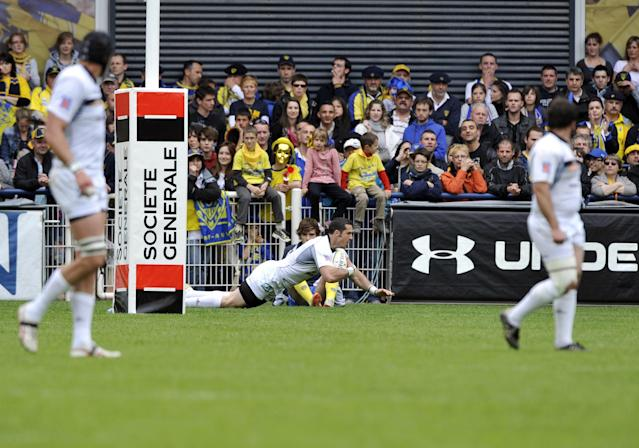 Brive's fullback Scott Spedding scores a try during the French Top 14 rugby union match ASM Clermont Auvergne vs. Brive on May 12, 2012 at the Marcel Michelin stadium in the French central city of Clermont-Ferrand. AFP PHOTO / THIERRY ZOCCOLANTHIERRY ZOCCOLAN/AFP/GettyImages