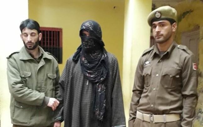 <p>The prime suspect in the murder case of jawan Irfan Dar has narrated to Jammu and Kashmir police how he colluded with Hizbul and LeT militants to kill the Territorial Army soldier.</p>