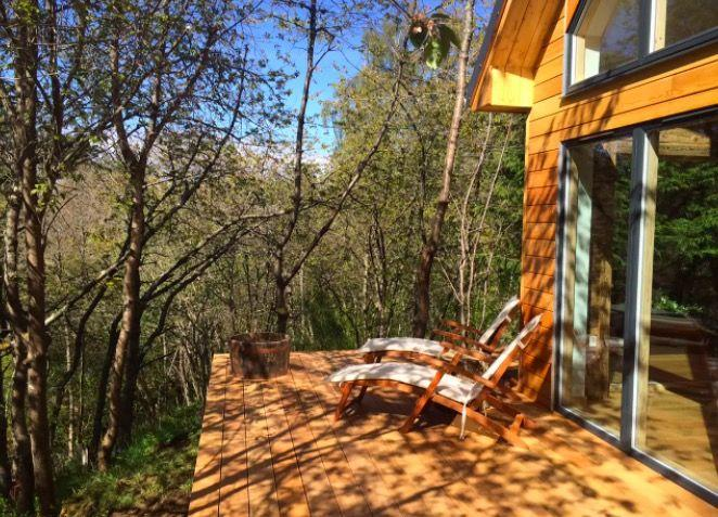 """<p>Down the river among the trees in the Cairngorms National Park you'll find a cottage with a hot tub and open fires. The stuff of rustic, autumn getaway dreams. It sleeps 10, but it's ideal for a couple who want lots of space (even from each other). </p><p></p><p><a class=""""body-btn-link"""" href=""""https://go.redirectingat.com?id=127X1599956&url=https%3A%2F%2Fwww.airbnb.co.uk%2Frooms%2F2999698&sref=https%3A%2F%2Fwww.redonline.co.uk%2Ftravel%2Finspiration%2Fg32847072%2Fbest-airbnb-homes%2F"""" target=""""_blank"""">BOOK HERE</a> <strong>£355 per night</strong></p>"""