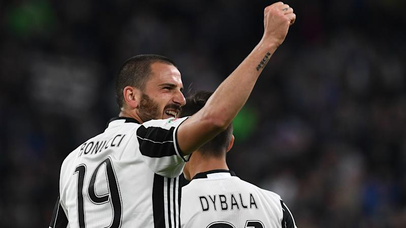Dani Alves leads Juventus into Champions League final