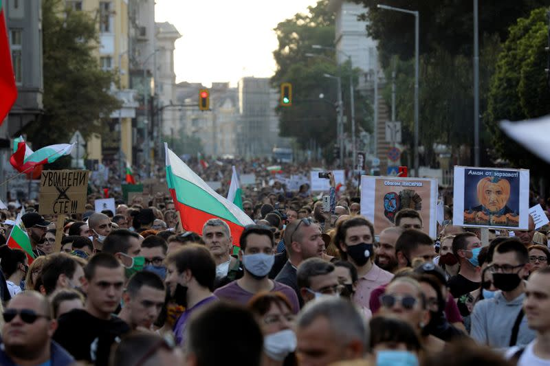 Bulgaria PM plans govt overhaul in face of protests