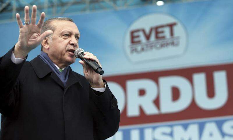 Erdoğan addresses his supporters at a referendum rally in the Black Sea city of Ordu