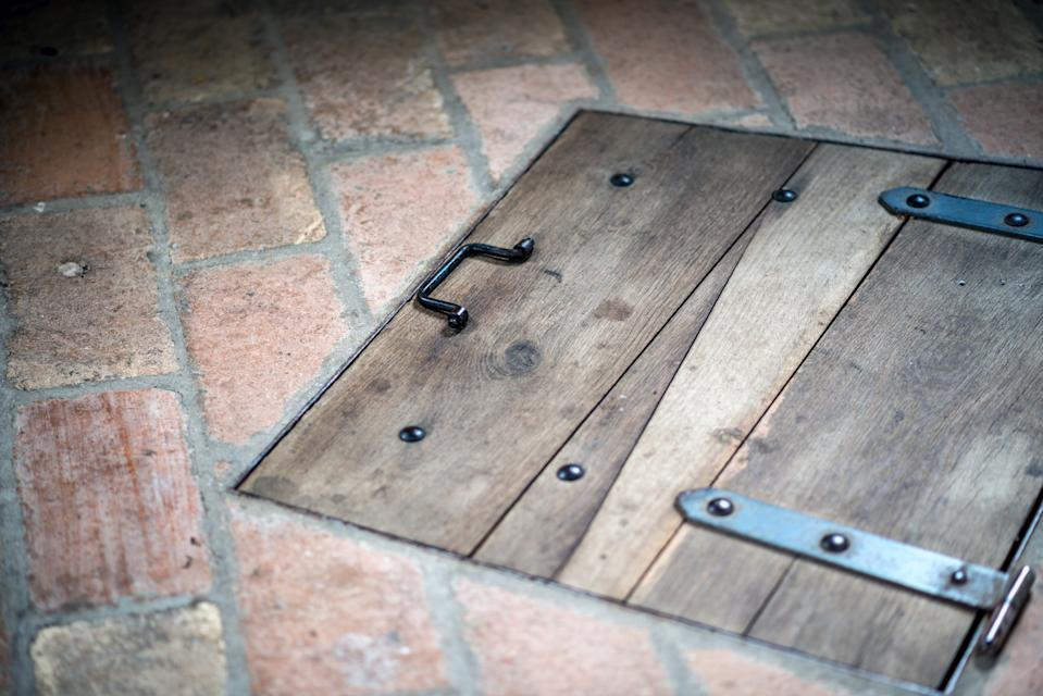 Architecture of Italy, Marche: Trapdoor hatch