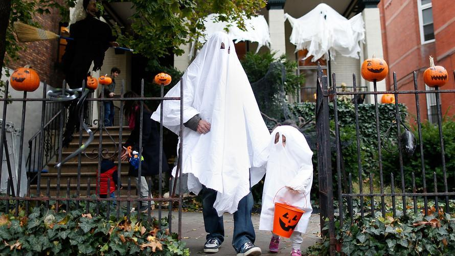Is trick-or-treating safe? Here's what the CDC suggests for a pandemic Halloween