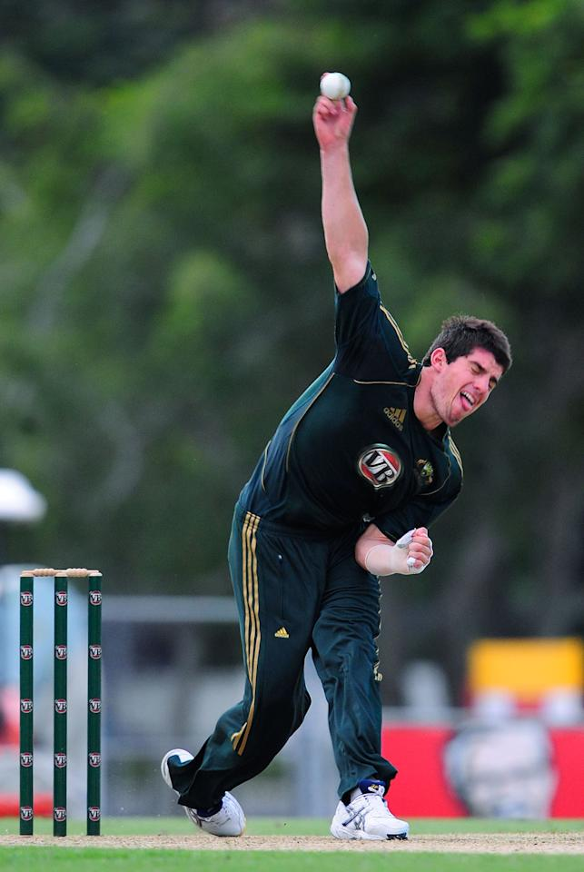 TOWNSVILLE, AUSTRALIA - JULY 02:  Moises Henriques of Australia 'A' bowls during the Twenty20 match between Australia 'A' and Sri Lanka 'A' at Tony Ireland Stadium on July 2, 2010 in Townsville, Australia.  (Photo by Ian Hitchcock/Getty Images)