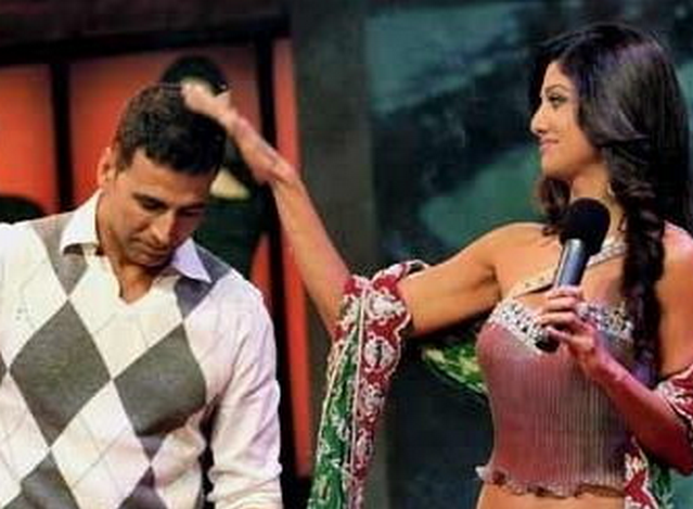 Shilpa Shetty and Akshay Kumar: All the bitterness that existed between them has vanished. They are now friends and Akshay Kumar even made a guest appearance on a Shilpa Shetty show.