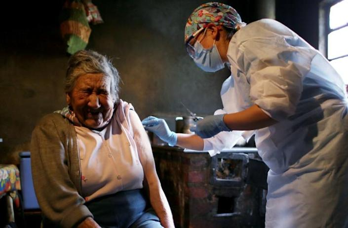 If she can do it... Ana Lucia Palacios receives a dose of Sinovac Covid-19 vaccine in Bogota