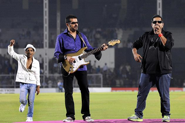 Indian Bollywood musicians and singers Shankar Mahadevan (R) and Ehsaan Noorani (C) perform during the grand opening ceremony of the Toyota University Cricket Championship (TUCC) first match of the season in Mumbai on February 23, 2013.  AFP PHOTO        (Photo credit should read STR/AFP/Getty Images)
