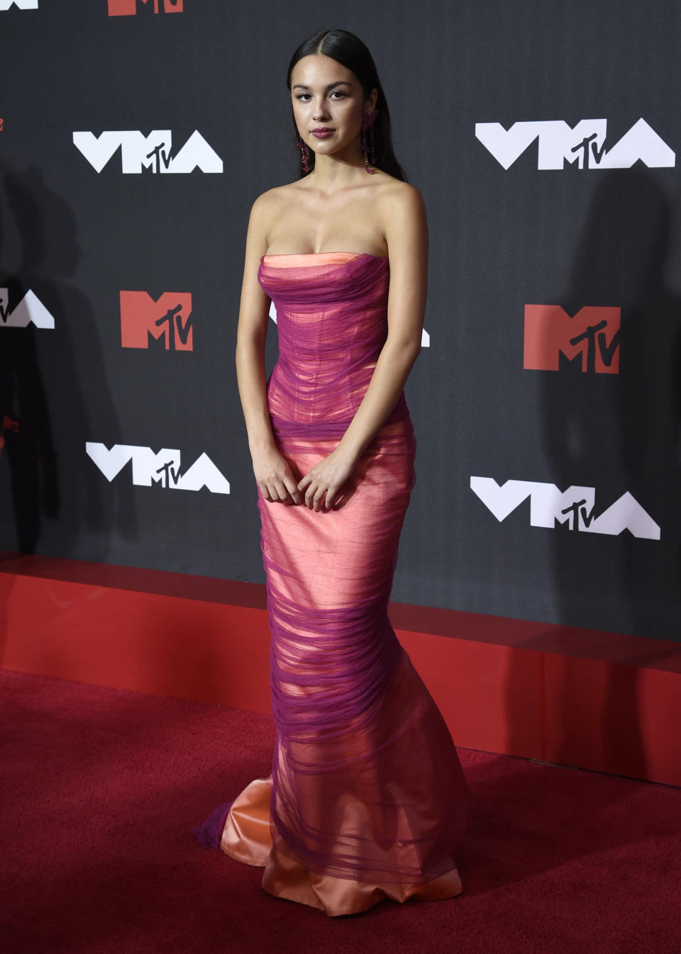 Olivia Rodrigo arrives at the MTV Video Music Awards at Barclays Center on Sunday, Sept. 12, 2021, in New York. (Photo by Evan Agostini/Invision/AP)