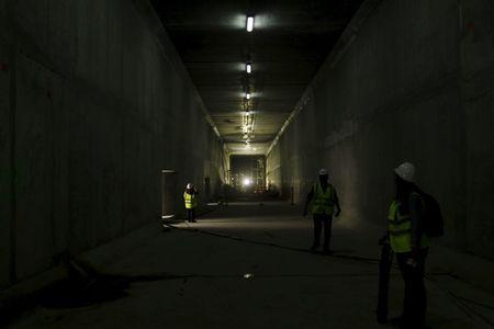 Workers and members of the media are seen inside a tunnel at the Panama Canal expansion project site in Panama City March 24, 2015 . REUTERS/Carlos Jasso