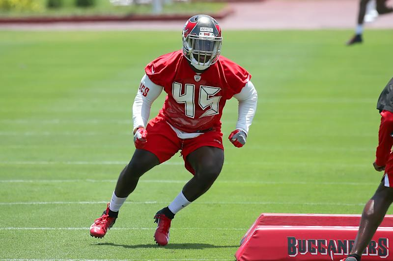 TAMPA, FL - MAY 11: 2019 first round pick Devin White (45) goes thru drills during the Buccaneers Rookie Camp on May 11, 2019 at One Buccaneer Place in Tampa,FL. (Photo by Cliff Welch/Icon Sportswire via Getty Images)