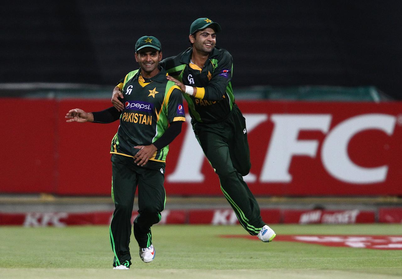 CAPE TOWN, SOUTH AFRICA - NOVEMBER 22: Pakistan captain Mohammad Hafeez and Ahmed Shehzad of Pakistan celebrate Pakistan beat South Africa to level the series 1-1 during the 2nd T20 International match between South Africa and Pakistan at Sahara Park Newlands on November 22, 2013 in Cape Town, South Africa. (Photo by Shaun Roy/Gallo Images/Getty Images)