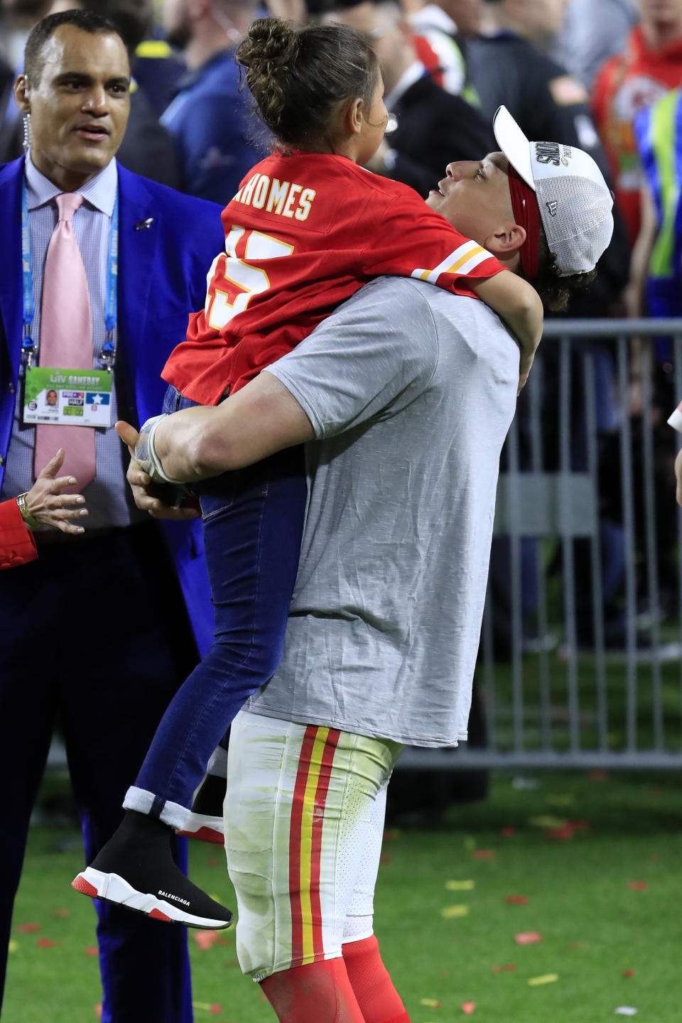 MIAMI, FLORIDA - FEBRUARY 02: Patrick Mahomes #15 of the Kansas City Chiefs celebrates after defeating San Francisco 49ers 31-20 in Super Bowl LIV at Hard Rock Stadium on February 02, 2020 in Miami, Florida. (Photo by Andy Lyons/Getty Images)