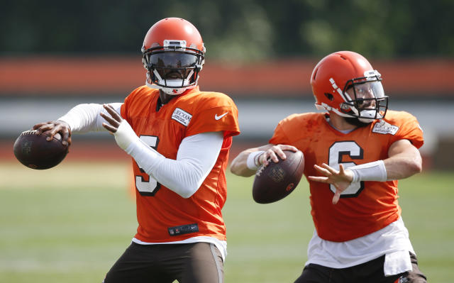 Cleveland Browns quarterbacks Tyrod Taylor (5) and Baker Mayfield (6) throw during an NFL football team practice Monday, Aug. 27, 2018, in Berea, Ohio. (AP Photo/Ron Schwane)