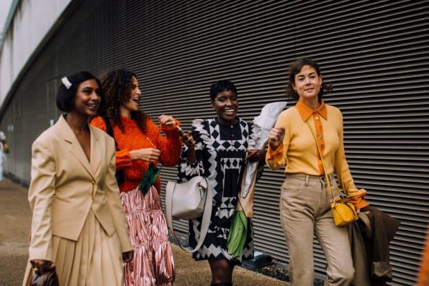On the street at London Fashion Week Spring 2022. <p>Photo: Imaxtree</p>