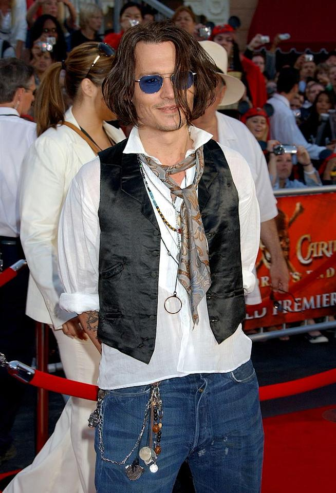 "Johnny Depp works his pirate style at the ""Pirates 3"" premiere. Gregg DeGuire/<a href=""http://www.wireimage.com"" target=""new"">WireImage.com</a> - May 19, 2007"