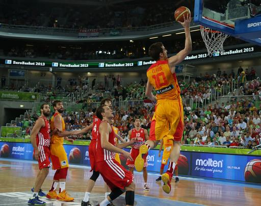 Spain's Victor Claver (10) goes to dunk against Croatia during their EuroBasket European Basketball Championship bronze medal match at the Stozice Arena, in Ljubljana, Slovenia, Sunday, Sept. 22, 2013. (AP Photo/Thanassis Stavrakis)