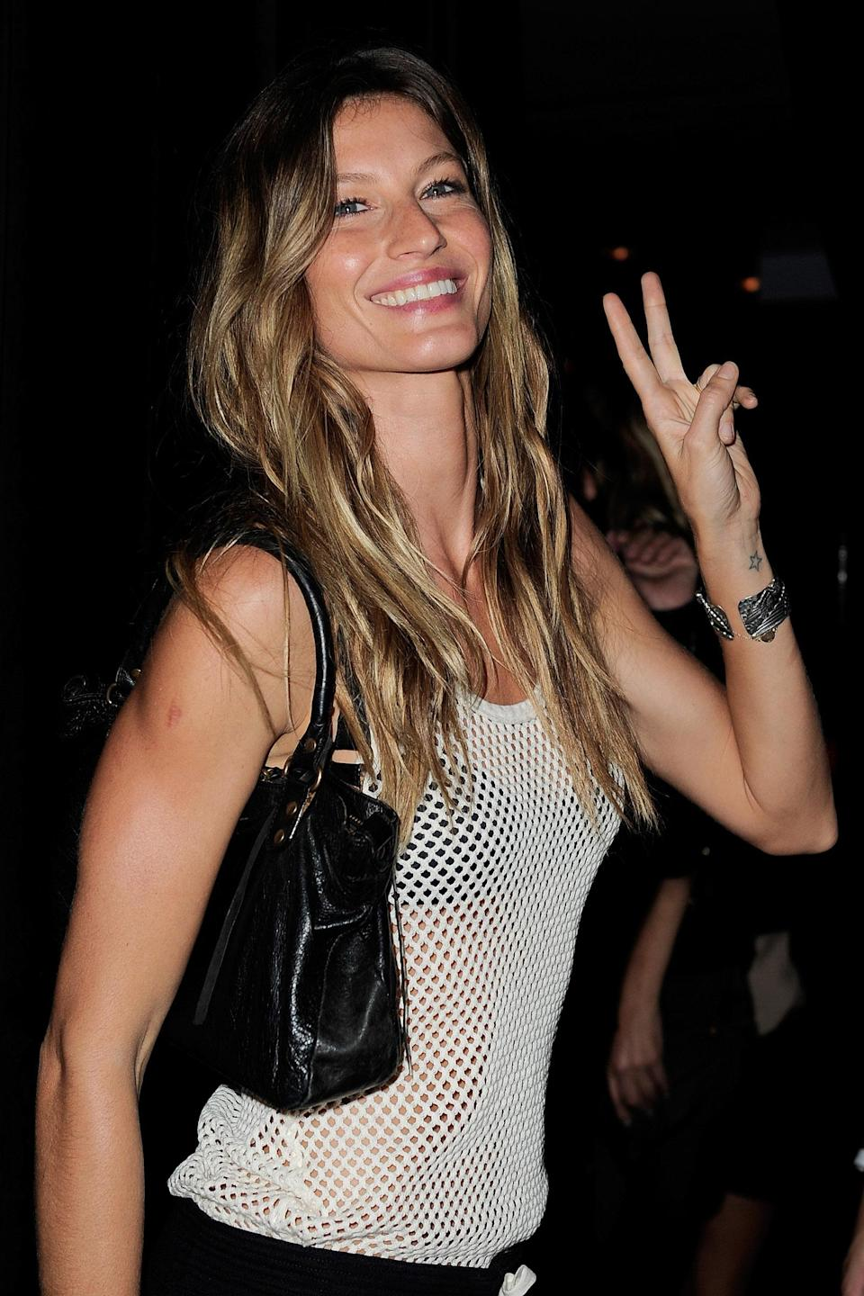 <p>The Brazilian beauty flashed a smile and a peace sign while heading into a Givency event in Paris. (Photo: Getty Images) </p>