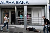 Greek banks 'stable', government insists