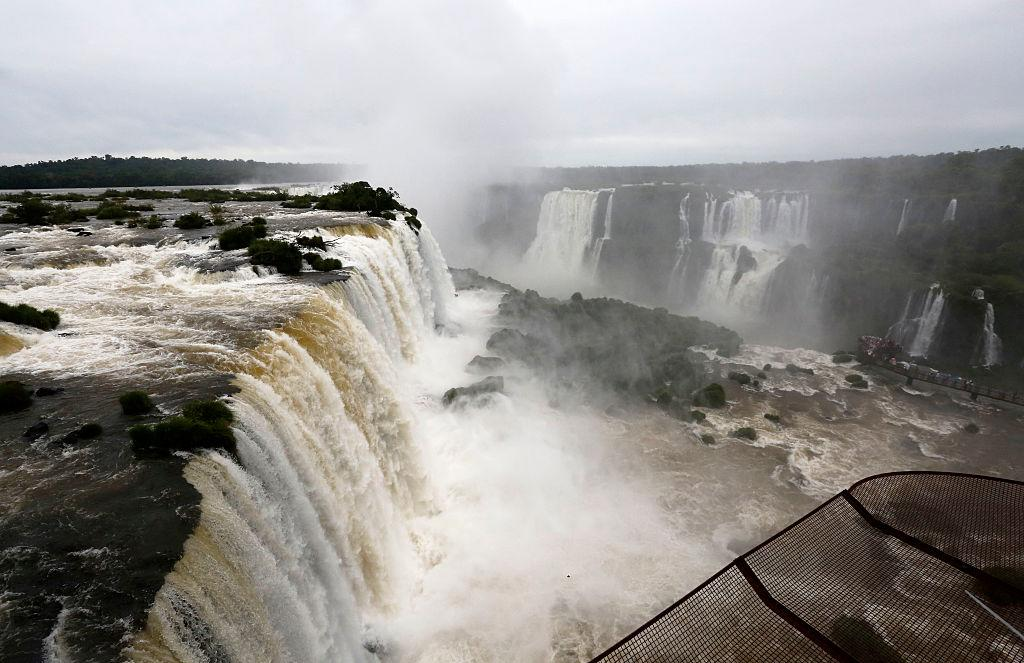 "<p>Il nome significa ""grande acqua"". Queste cascate sono incredibili, all'interno della foresta pluviale abitata da giaguari. (Photo by Paulo Lisboa/Brazil Photo Press/LatinContent/Getty Images) </p>"