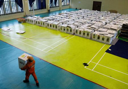 A worker prepares election materials to be distributed to polling stations at a sports hall in Jakarta, Indonesia April 16, 2019. REUTERS/Edgar Su