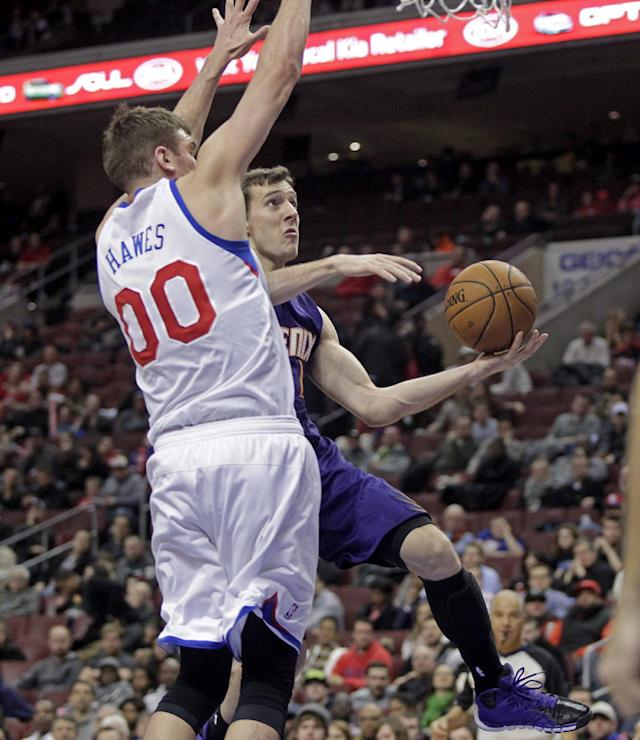 Phoenix Suns' Goran Dragic, left goes up for a shot as Philadelphia 76ers' Spencer Hawes (00) defends in the first half of an NBA basketball game, Monday, Jan. 27, 2014 in Philadelphia. (AP Photo/H. Rumph Jr.)