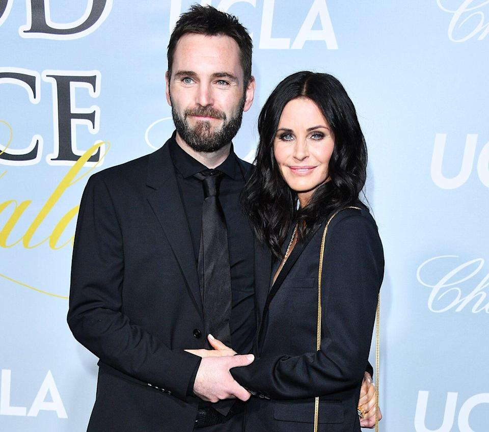 Johnny McDaid and Courteney Cox arrive at the 2019 Hollywood For Science Gala at Private Residence on February 21, 2019 in Los Angeles, California.