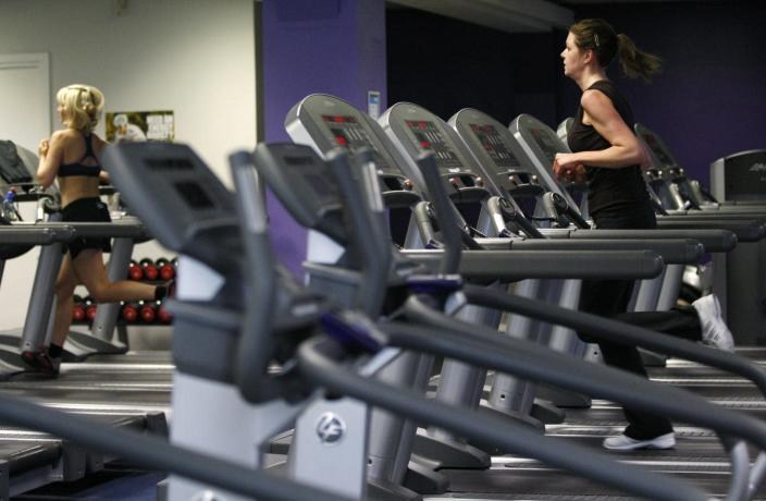 """<span class=""""caption"""">Gyms start to empty as more and more people give up their New Year's resolutions.</span> <span class=""""attribution""""><a class=""""link rapid-noclick-resp"""" href=""""http://www.apimages.com/metadata/Index/Fitness-Gym-Cost-Tips/372a3c87e755441cb91636f335ab8939/15/0"""" rel=""""nofollow noopener"""" target=""""_blank"""" data-ylk=""""slk:AP Photo/Sang Tan"""">AP Photo/Sang Tan</a></span>"""