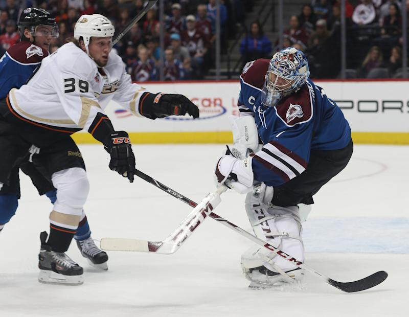 Ducks score 6 goals in 2nd period, top Avs 6-4